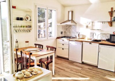 casa-novaro-imperia-appartamento-corbezzolo-vacanza-soggiorno-cucina