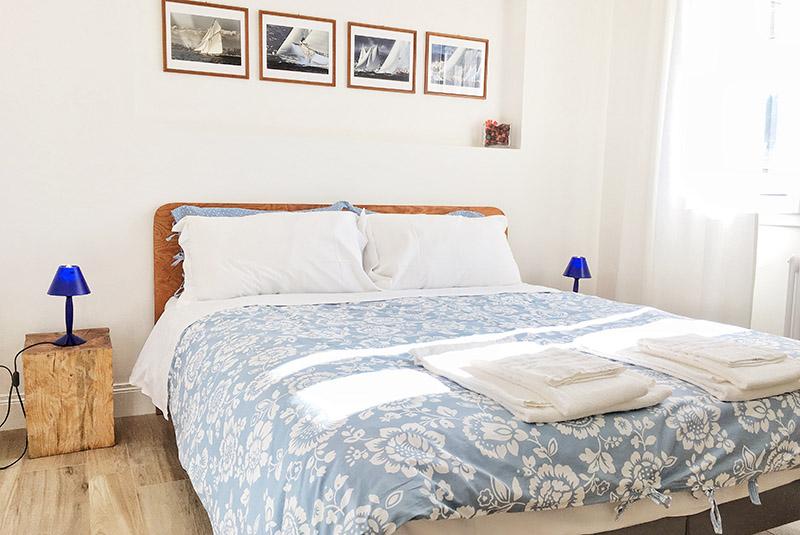 camera-matrimoniale-appartamento-corbezzolo