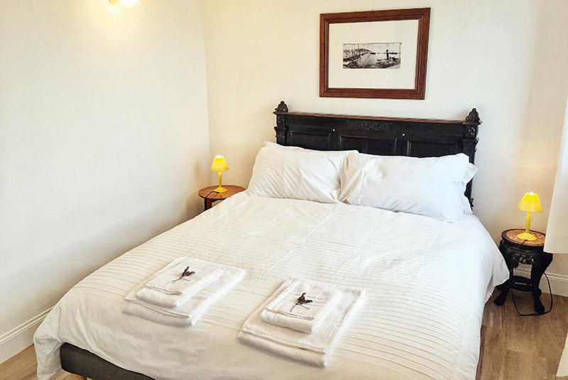 letto-matrimoniale-appartamento-limone