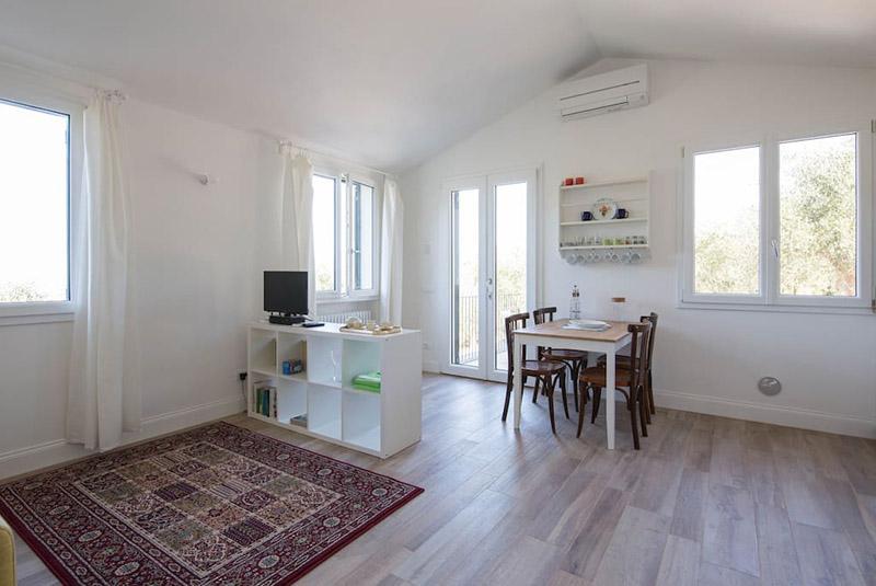 soggiorno-appartamento-corbezzolo