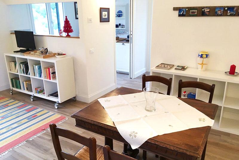 tavolo-pranzo-appartamento-limone-casa-novaro